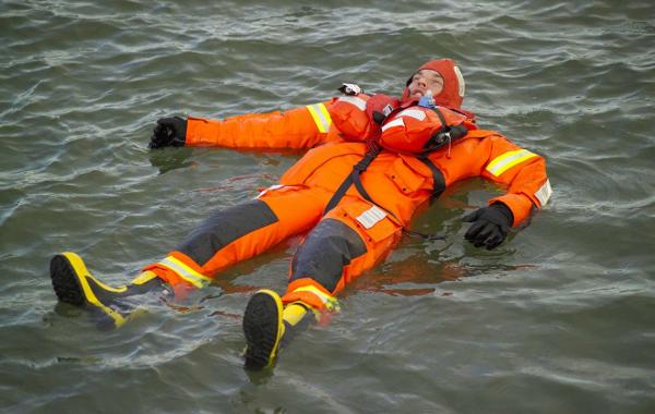 traje de inmersion en agua
